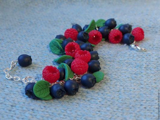 Браслеты ручной работы. Купить браслет с ягодами из полимерной глины. Handmade. Малина. Черника.