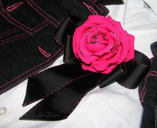Броши ручной работы. Ярмарка Мастеров - ручная работа. Купить Брошь - бант с розой. Ярко-розовая с черным.(продано). Handmade.