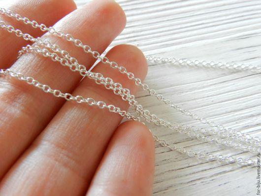 Цепочка тонкая, размер звена 2*1,5 мм , цвет светлое серебро, толщина проволоки 0,5 мм . Звенья замкнутые! Материал - латунь. (арт. 1382)