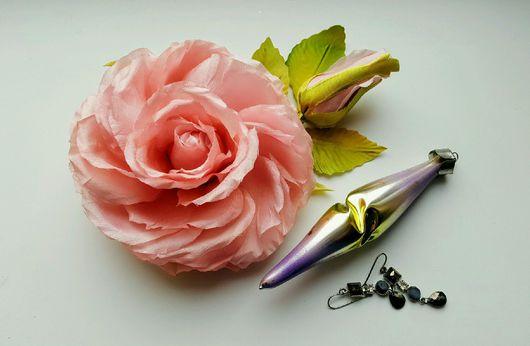 """Цветы ручной работы. Ярмарка Мастеров - ручная работа. Купить Брошь """"Роза с бутоном"""". Handmade. Роза из шелка, винтажная цветок"""
