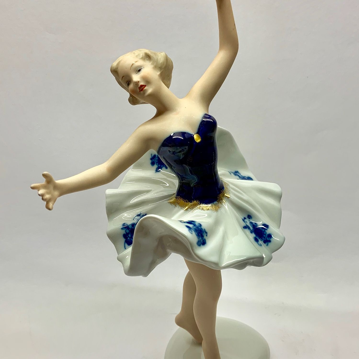BALLERINA figurine figurine porcelain Wallendorf Germany – shop online on  Livemaster with shipping - FY8GBCOM | Moscow