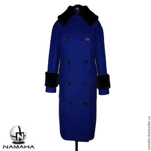 Верхняя одежда ручной работы. Ярмарка Мастеров - ручная работа. Купить Пальто двубортное с меховым воротником демисезонное. Handmade.