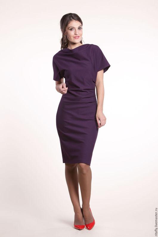 платье летучая мышь с коротким рукавом. Вырез -качели. Платье с драпировкой. Платье до колена. Офисное женское платье на каждый день.