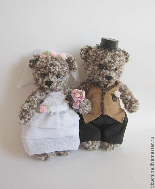 Свадебное платье и костюм жениха сделаю в соответствии с Вашими пожеланиями (цвет, ткань и т.п.).