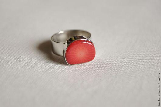 """Кольца ручной работы. Ярмарка Мастеров - ручная работа. Купить Кольцо """"Клубничка"""" с кораллом. Handmade. Ярко-красный, маленький размер"""