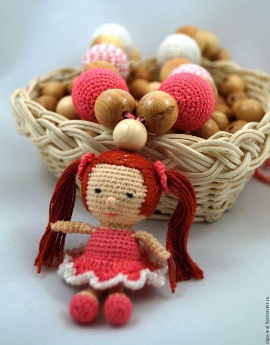 Слингобусы собраны с куколкой, которая изготовлена из обвязанных можжевеловых бусин. Слингобусы ручной работы.