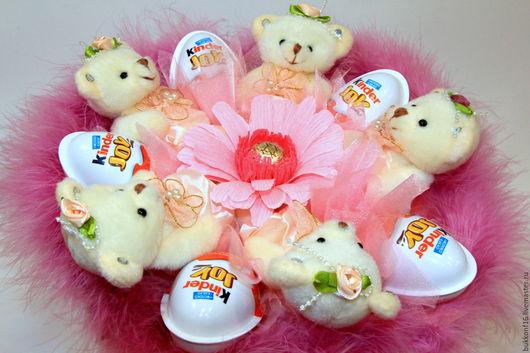 """Букеты ручной работы. Ярмарка Мастеров - ручная работа. Купить Букет """"Ариадна"""" с мишками и киндерами.. Handmade. Розовый, букет в подарок"""
