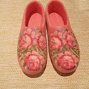 """Обувь ручной работы. Ярмарка Мастеров - ручная работа валяные тапочки """"8 марта"""". Handmade."""