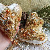Подарки к праздникам ручной работы. Ярмарка Мастеров - ручная работа ЗОЛОТЫЕ ИНТЕРЬЕРНЫЕ СЕРДЕЧКИ из бархата расшитые бисером. Handmade.
