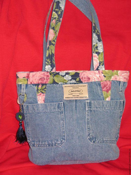 сумка джинс `Модница`, сшита из высококачественного джинса, подклад люкс, дополнительная текстильная вставка  цветной лен.