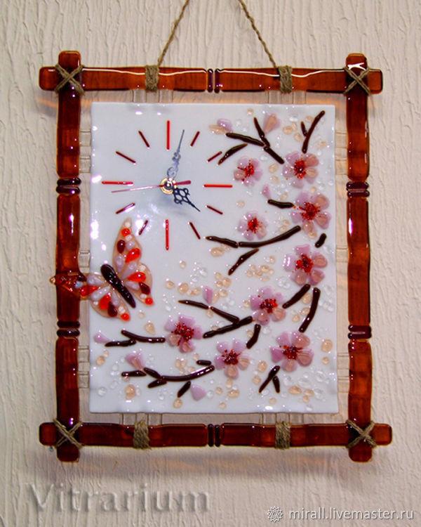 """Часы для дома ручной работы. Ярмарка Мастеров - ручная работа. Купить Фьюзинг часы """"Сакура"""", цветное стекло. Handmade. Фьюзинг"""