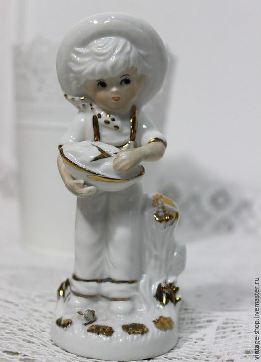 """Винтажные предметы интерьера. Ярмарка Мастеров - ручная работа. Купить Фарфоровая статуэтка """"Мальчик с корзинкой кукурузы"""", Германия. Handmade. Белый"""