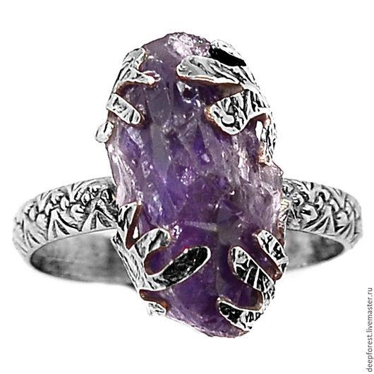 Кольцо с аметистом.  Размер камня 20 х 11 мм. Размер кольца 20
