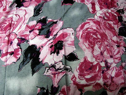 """Прекрасный платок серия """"Сады Семирамиды"""" из шелка и хлопка 110см х110см. Равномерный рисунок по всему полю. Благородное сочетание серого и розового цветов. артикул 2-1"""