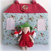 Куклы и игрушки ручной работы. Ярмарка Мастеров - ручная работа Домик-сумочка для куколки Земляничка. Handmade.