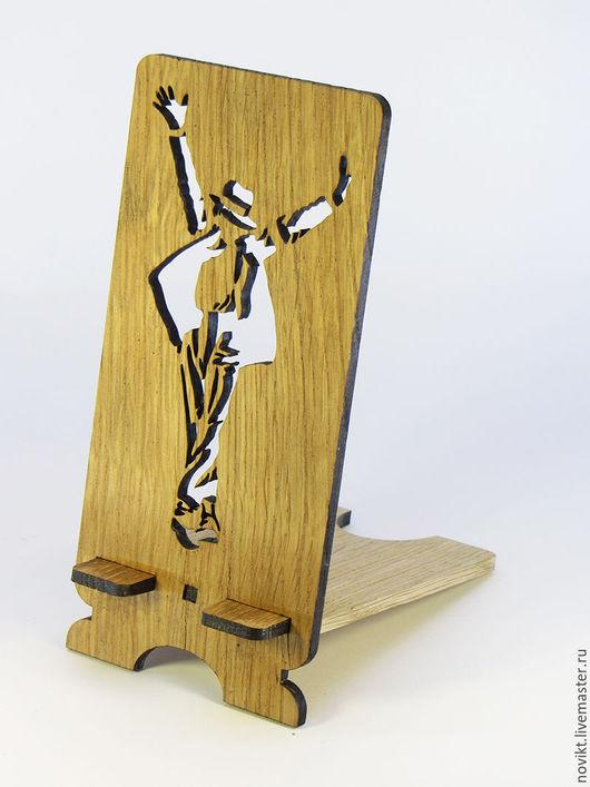 Для телефонов ручной работы. Ярмарка Мастеров - ручная работа. Купить Подставка под мобильный телефон из натурального дерева Майкл Джексон. Handmade.