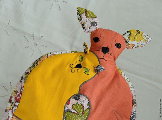 """Кухня ручной работы. Ярмарка Мастеров - ручная работа. Купить Грелка на чайник """"Кошки-собаки"""" зеленый,желтый,рыжий,той терьер. Handmade."""