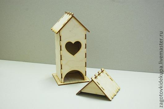 Чайный домик `Сердце` (продается в разобранном виде в палетках) Размеры:  габарит - 11х11х22 см домик - 8,5х8,5х21,5 см,  подставка - 11х11 см Материал: фанера 3 мм