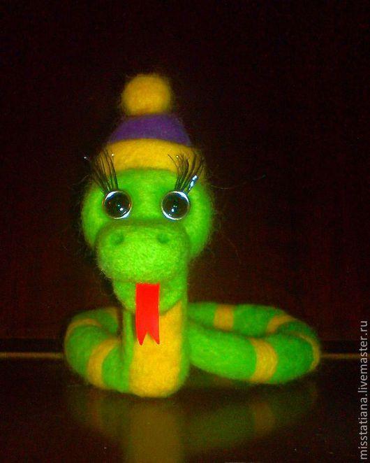 Игрушки животные, ручной работы. Ярмарка Мастеров - ручная работа. Купить Змейка 2013 ручной работы. Handmade. Зеленый, новогодняя