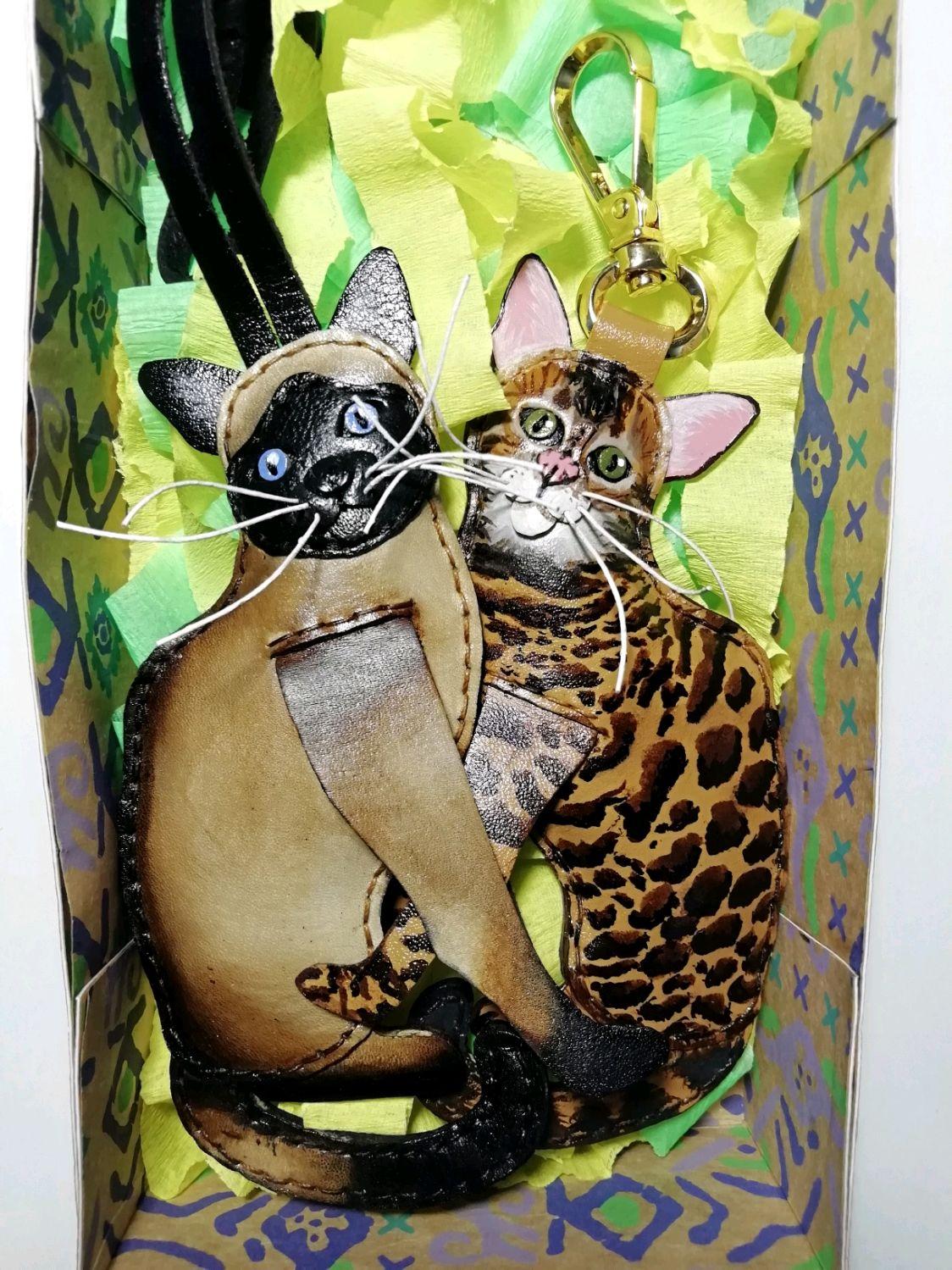 Брелок кот сиамский из кожи