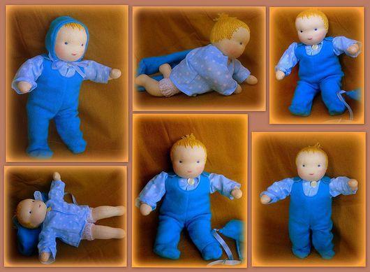 Этот малыш одет в батистовую рубашечку, ооочень мягкие ползунки (трикотаж с ворсом), а как альтернатива памперсам - вязаные штанишки с марлевым подгузником. Все по-настоящему))))))))