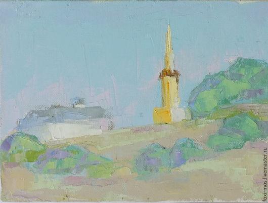 Одинокая колокольня на взгорке в г. Суздаль.