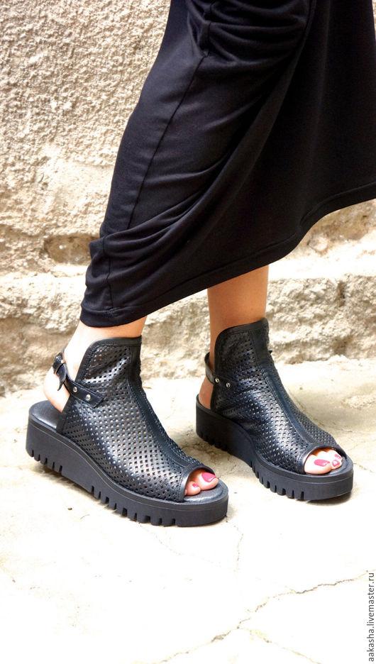 Летняя обувь стильная обувь ручной работы из черной кожи красивая обувь босоножки на платформе