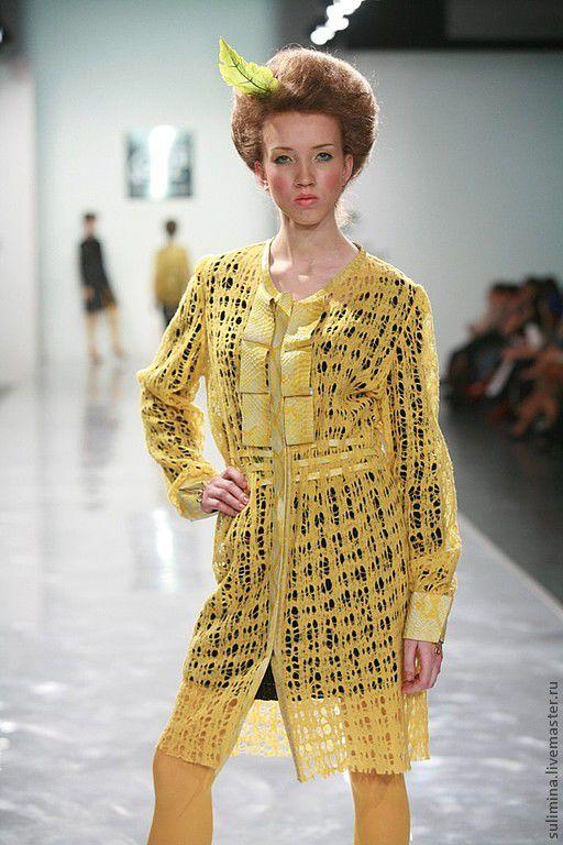 Платья ручной работы. Ярмарка Мастеров - ручная работа. Купить Платье- пальто трикотажное желтое с кожей РЕПТИЛИЯ. Handmade. Желтый