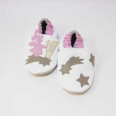 """Обувь ручной работы. Ярмарка Мастеров - ручная работа Кожаные тапочки""""Ангелочек"""", кожаная обувь.пинетки.чешки. Handmade."""