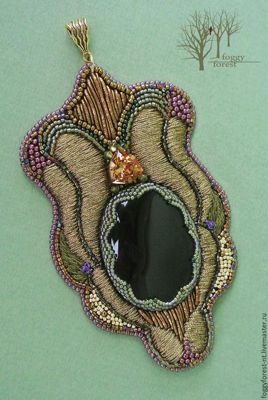 кулон с черным обсидианом, кулон с черным камнем купить,вышивка бисером кулон, кулон вышитый золотом , нарядный кулон в подарок, подарок девушке кулон, купить кулон ручной работы Подарок
