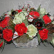 Подарки к праздникам ручной работы. Ярмарка Мастеров - ручная работа Новогодние корзинки  из конфет. Handmade.