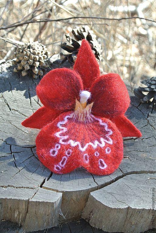 Броши ручной работы. Ярмарка Мастеров - ручная работа. Купить брошь или заколка из войлока Орхидея Мильтония красная. Handmade.
