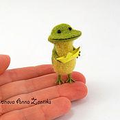 Куклы и игрушки ручной работы. Ярмарка Мастеров - ручная работа Детство. Веселая лягушка миниатюра из шерсти. Handmade.