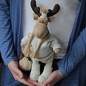 Куклы и игрушки ручной работы. Ярмарка Мастеров - ручная работа Лось в валенках. И с новогодним шаром.. Handmade.