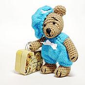Куклы и игрушки ручной работы. Ярмарка Мастеров - ручная работа Мишка вязаный с чемоданом. Handmade.