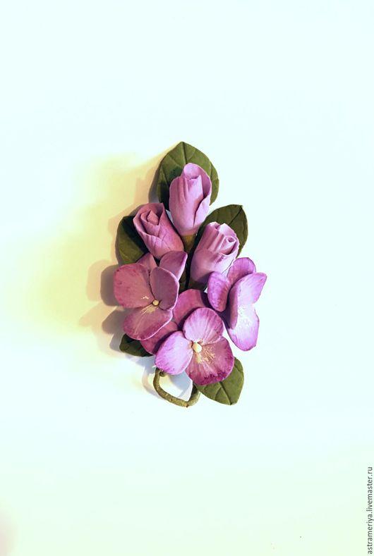 Броши ручной работы. Ярмарка Мастеров - ручная работа. Купить Брошь с цветами из полимерной глины Фиолетовые фиалки. Handmade. Сиреневый