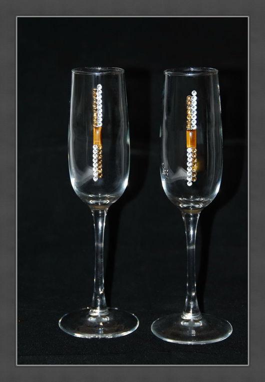 Бокалы для шампанского. В наборе 2шт. Объёмом 190мл. Высота бокала 225см. Инкрустированы кристаллами хрусталя Preciosa (Чехия) и природным минералом Тигровый глаз. Упакованы в  подарочную коробку.
