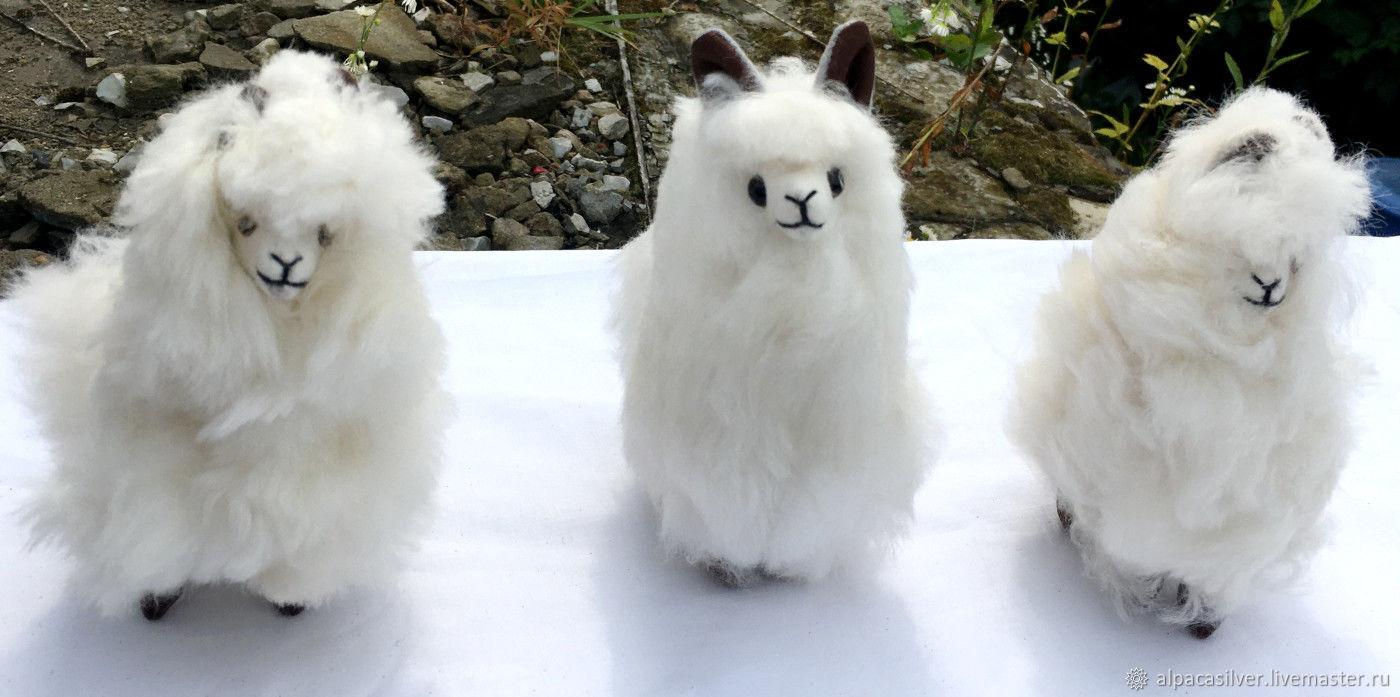 Игрушка перуанской ламы альпаки из пуха альпаки высотой около 17 см, Мягкие игрушки, Геленджик,  Фото №1