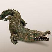 Статуэтки ручной работы. Ярмарка Мастеров - ручная работа Статуэтка Крокодил (бронзовая статуэтка крокодила, садовая скульптура). Handmade.