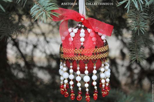 Новый год 2017 ручной работы. Ярмарка Мастеров - ручная работа. Купить Елочный шар, оплетенный бисером. Handmade. Ярко-красный