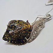 Брошь-булавка ручной работы. Ярмарка Мастеров - ручная работа Кулон-брошь с янтарем в серебре. Handmade.