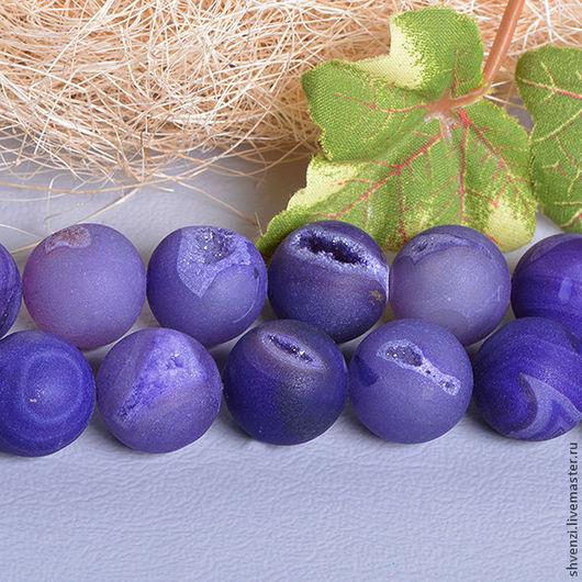 Агат с друзами, форма шар. Диаметр 16 мм. Цвет фиолетовый, матовый.