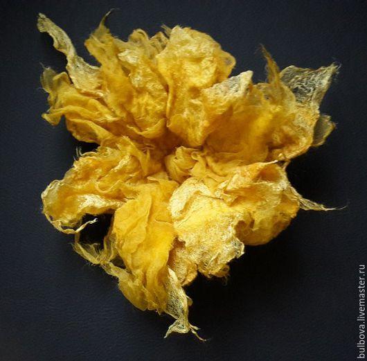 """Броши ручной работы. Ярмарка Мастеров - ручная работа. Купить Брошь-цветок """"Желтое очарование"""". Handmade. Желтый, брошь-цветок"""