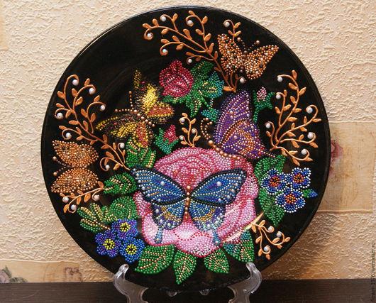 """Тарелки ручной работы. Ярмарка Мастеров - ручная работа. Купить Интерьерная тарелка """"Сад бабочек"""". Handmade. Черный, цветы и бабочки"""