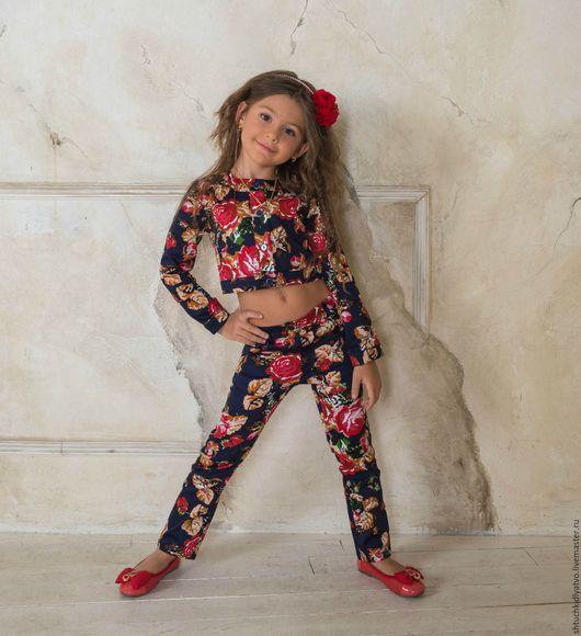 """Одежда для девочек, ручной работы. Ярмарка Мастеров - ручная работа. Купить Жакет и брюки """"Розы"""" на синем. Handmade. Комбинированный, розы"""