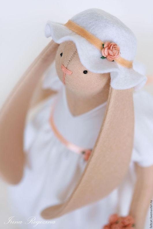 """Куклы Тильды ручной работы. Ярмарка Мастеров - ручная работа. Купить """"Персиковая роза"""" зайка - невеста с букетом цветов. Handmade."""
