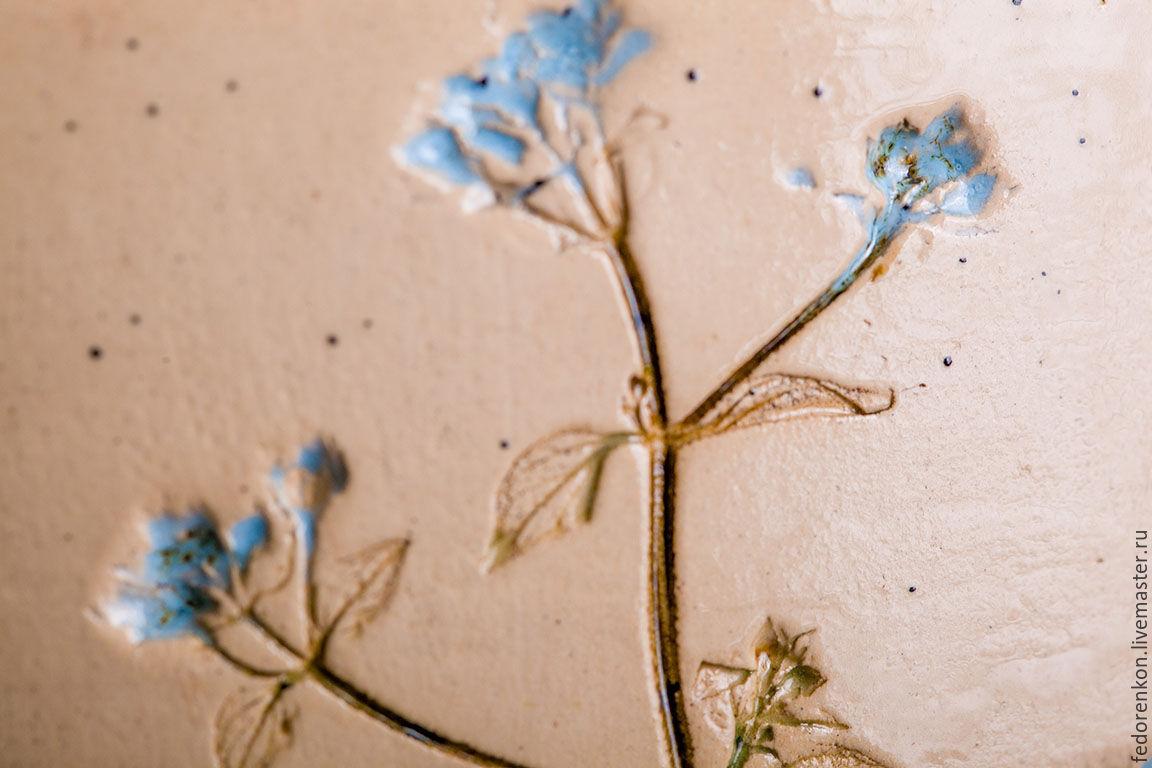Керамическая ваза с оттиском полевых цветов