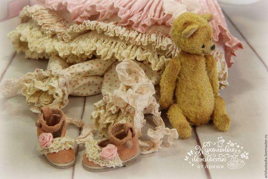 """Одежда для кукол ручной работы. Ярмарка Мастеров - ручная работа. Купить """" Чай с Коржиком """"  комплект для куклы , шебби шик. Handmade."""