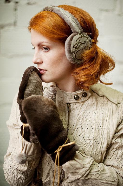 """Необычайно теплые и роскошные  варежки из меха """"стриженный бобер"""" натурального окраса. Внутренняя часть - шерстянной трикотаж. Декорированы кожаным шнуром с изящными помпонами. к варежкам п"""
