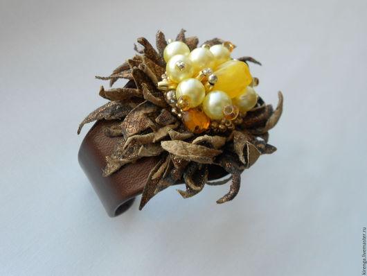 """Браслеты ручной работы. Ярмарка Мастеров - ручная работа. Купить Браслет из кожи """"Цветок"""". Handmade. Коричневый, бусины, цветы в украшении"""